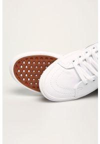 Białe tenisówki Vans na sznurówki, z okrągłym noskiem, z cholewką