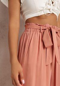 Renee - Łososiowe Spodnie Szerokie Phiorephis. Kolor: różowy. Materiał: tkanina, wiskoza, materiał. Długość: długie. Wzór: kwiaty, gładki