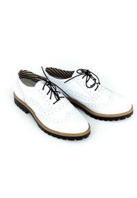 Zapato - półbuty - skóra naturalna - model 258 - kolor biały. Nosek buta: okrągły. Zapięcie: sznurówki. Kolor: biały. Materiał: skóra. Wzór: kolorowy. Sezon: lato. Obcas: na obcasie. Styl: klasyczny, elegancki. Wysokość obcasa: niski