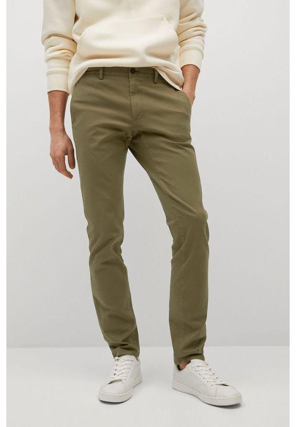 Mango Man - Spodnie BARNA. Kolor: brązowy, wielokolorowy, złoty. Materiał: elastan, tkanina, materiał, bawełna. Wzór: gładki