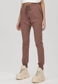 Brązowe spodnie dresowe Born2be