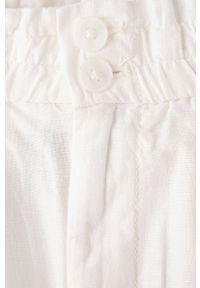 GAP - Szorty. Okazja: na co dzień. Kolor: biały. Materiał: tkanina. Wzór: gładki. Styl: casual