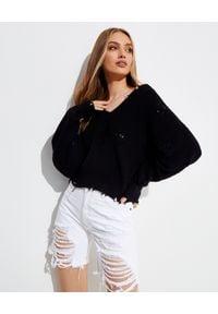 SER.O.YA - Czarny sweter Syd. Kolor: czarny. Materiał: prążkowany, bawełna. Długość rękawa: długi rękaw. Długość: długie. Wzór: aplikacja