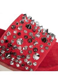 Czerwone klapki Alma En Pena casualowe, na co dzień, z aplikacjami