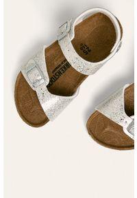 Srebrne sandały Birkenstock na klamry, z okrągłym noskiem