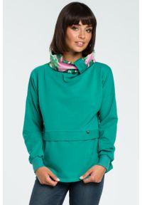 e-margeritka - Damska bluza bawełniana z kolorowym kołnierzem zielona - l/xl. Kolor: zielony. Materiał: bawełna. Długość rękawa: długi rękaw. Długość: długie. Wzór: kolorowy. Sezon: jesień, zima