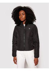 Calvin Klein Jeans Kurtka puchowa J20J217126 Czarny Regular Fit. Kolor: czarny. Materiał: puch