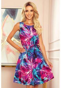 Numoco - Swobodna trapezowa sukienka z kolorowym wzorem. Wzór: kolorowy. Typ sukienki: trapezowe