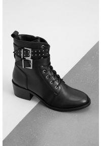 Answear Lab - Botki skórzane. Nosek buta: okrągły. Kolor: czarny. Materiał: skóra. Obcas: na obcasie. Styl: wakacyjny. Wysokość obcasa: średni