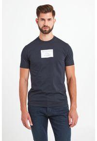 T-shirt Emporio Armani w kolorowe wzory, elegancki