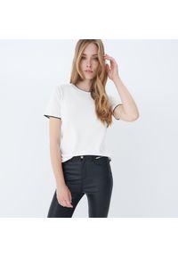 Mohito - Dzianinowa bluzka - Kremowy. Kolor: kremowy. Materiał: dzianina