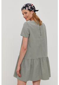 Noisy may - Noisy May - Sukienka. Kolor: zielony. Materiał: tkanina. Długość rękawa: krótki rękaw. Wzór: gładki. Typ sukienki: rozkloszowane