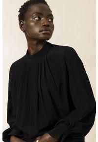IVY & OAK - Bluzka Brianna. Kolor: czarny. Materiał: tkanina. Długość rękawa: długi rękaw. Długość: długie