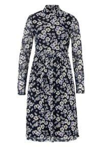 Sukienka w kwiaty bonprix ciemnoniebieski w kwiaty. Kolor: niebieski. Wzór: kwiaty