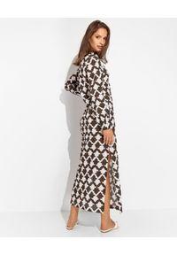 MALIPARMI - Brązowa sukienka w białe wzory. Kolor: brązowy. Materiał: bawełna, materiał. Typ sukienki: koszulowe. Długość: maxi