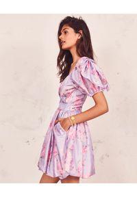 LOVE SHACK FANCY - Fioletowa sukienka Hansel. Okazja: na wesele, na ślub cywilny, na imprezę. Kolor: różowy, wielokolorowy, fioletowy. Materiał: materiał. Wzór: kwiaty. Długość: mini