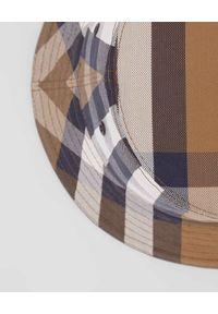 Burberry - BURBERRY - Kapelusz w kratkę. Kolor: beżowy. Materiał: bawełna. Wzór: kratka. Styl: klasyczny
