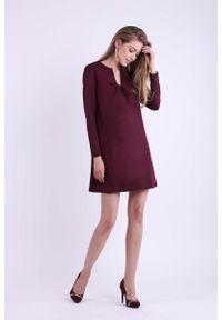 Nommo - Bordowa Trapezowa Krótka sukienka z Kokardką na Dekolcie. Typ kołnierza: kokarda. Kolor: czerwony. Materiał: wiskoza, poliester. Typ sukienki: trapezowe. Długość: mini