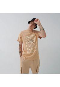House - Koszulka z nadrukiem Exhale - Beżowy. Kolor: beżowy. Wzór: nadruk