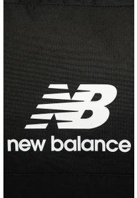 Czarna torba podróżna New Balance sportowa, z nadrukiem