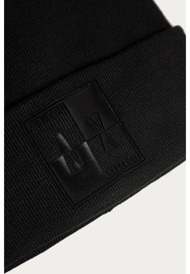 Czarna czapka Armani Exchange z aplikacjami