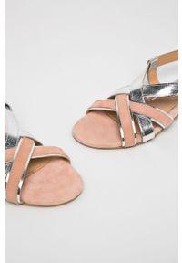 Różowe sandały Gioseppo na obcasie, na klamry, na średnim obcasie