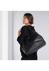 Czarna torebka worek Wittchen w kolorowe wzory, rockowa