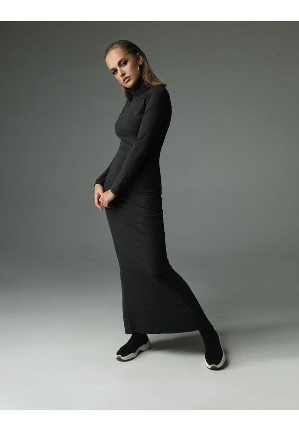 Madnezz - Sukienka Willow - grafitowa. Typ kołnierza: golf. Kolor: szary. Materiał: bawełna, wiskoza, dzianina, elastan, tkanina. Wzór: aplikacja. Typ sukienki: dopasowane. Styl: klasyczny