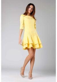 Nommo - Żółta Prosta Sukienka z Podwójną Falbanką u Dołu. Kolor: żółty. Materiał: wiskoza, poliester. Typ sukienki: proste