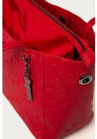 Desigual - Torebka. Kolor: czerwony. Rodzaj torebki: na ramię