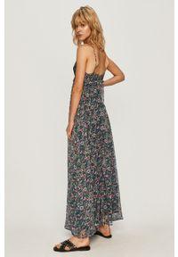 Pepe Jeans - Sukienka Magali. Okazja: na co dzień. Materiał: tkanina. Długość rękawa: na ramiączkach. Typ sukienki: proste. Styl: casual