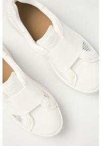 Białe sneakersy Ugg z cholewką, na średnim obcasie