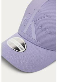 Fioletowa czapka z daszkiem Calvin Klein Jeans z aplikacjami