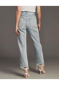 RETROFETE - Jeansy z przetarciami Maggie. Stan: podwyższony. Kolor: niebieski. Styl: klasyczny