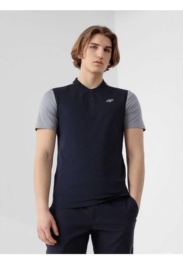 4f - Koszulka polo męska. Okazja: na co dzień. Typ kołnierza: polo. Kolor: niebieski. Materiał: włókno, dzianina. Styl: casual