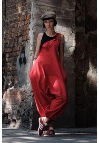 Hultaj Polski - Spodnie damskie Hultaje czerwone. Kolor: czerwony. Materiał: tkanina, elastan, bawełna. Długość: długie