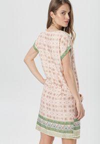 Born2be - Jasnoróżowa Sukienka Nemengale. Kolor: różowy. Materiał: tkanina. Długość rękawa: krótki rękaw. Typ sukienki: proste