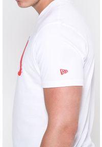 Biały t-shirt New Era na co dzień, casualowy