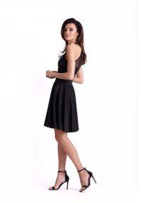 IVON - Czarna Błyszcząca Rozkloszowana Sukienka z Siateczką. Kolor: czarny. Materiał: poliester