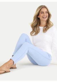 Błękitne spodnie dresowe Juvia. Kolor: niebieski. Materiał: dresówka. Wzór: aplikacja. Styl: sportowy, elegancki