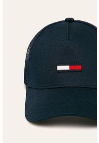 Niebieska czapka z daszkiem Tommy Jeans z aplikacjami