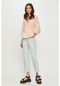 Niebieskie jeansy loose fit Silvian Heach klasyczne, gładkie