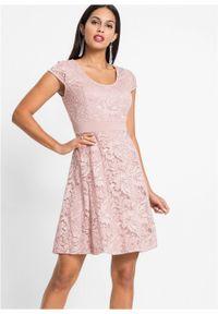 Różowa sukienka bonprix retro, w koronkowe wzory
