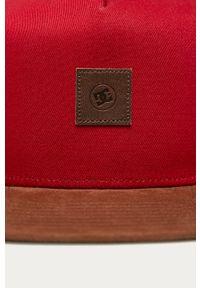 Czerwona czapka z daszkiem DC gładkie