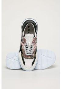 Szare buty sportowe D.A.T.E. na obcasie, na średnim obcasie, z cholewką