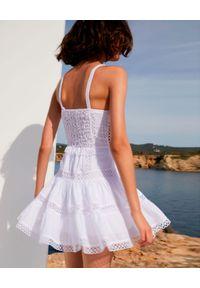 CHARO RUIZ IBIZA - Koronkowa sukienka Irish. Kolor: biały. Materiał: koronka. Długość rękawa: na ramiączkach. Wzór: aplikacja, ażurowy, koronka. Długość: mini