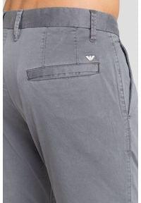 Szare spodnie Emporio Armani. Kolor: szary. Materiał: bawełna, elastan. Wzór: aplikacja