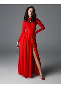 Czerwona sukienka z aplikacjami, z golfem
