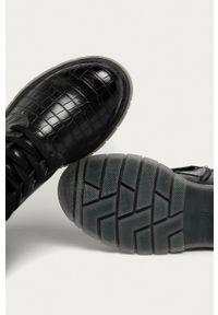 Marco Tozzi - Workery. Nosek buta: okrągły. Zapięcie: sznurówki. Kolor: szary. Materiał: guma