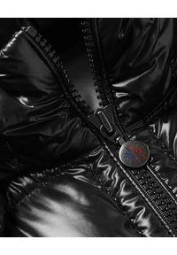 MONCLER - Czarna kamizelka Bormes. Kolor: czarny. Materiał: puch, nylon
